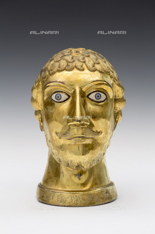 MBA-F-085248-0000 - Head reliquary of San Candido or Vitale, gilded brass, treasure of the church of San Lamberto, Dusseldorf - Florian Monheim / Bildarchiv Monheim / Alinari Archives