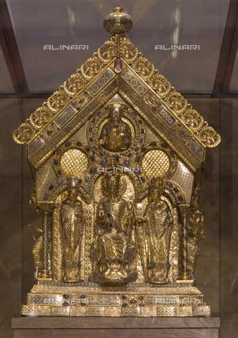 MBA-F-085294-0000 - Sarcofago di Carlo Magno conservato nel coro della Cattedrale di Aquisgrana - Florian Monheim / Bildarchiv Monheim / Archivi Alinari
