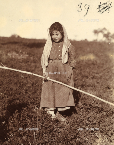 MFA-F-000115-0000 - Portrait of a little girl with a long stick in her hand.