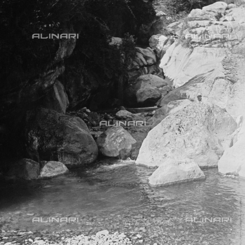 MFA-S-000025-088S - Watercourse between rocks