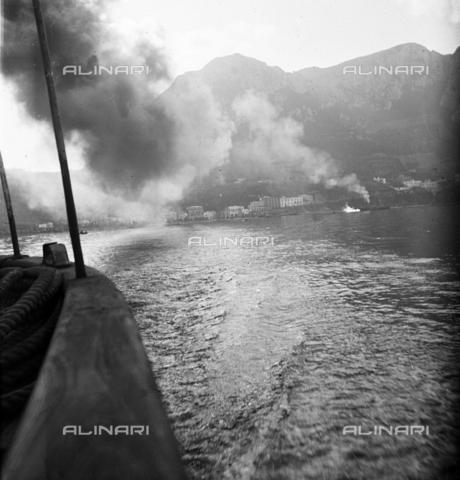 MFA-S-0SN311-000D - Coastal landscape invaded by smoke - Data dello scatto: 1900 ca. - Archivi Alinari, Firenze