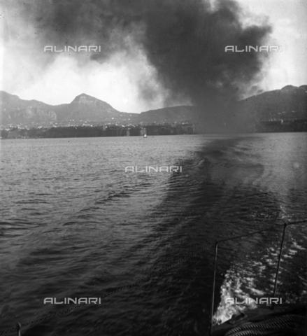 MFA-S-0SN312-000D - Coastal landscape invaded by smoke - Data dello scatto: 1900 ca. - Archivi Alinari, Firenze