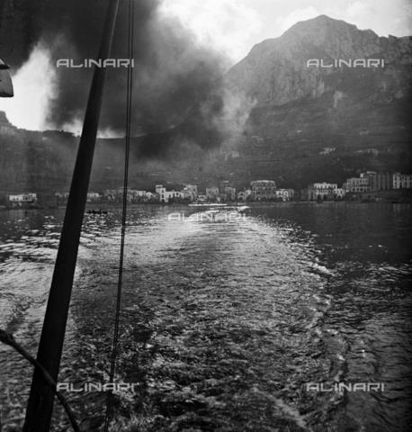 MFA-S-0SN316-000D - Coastal landscape invaded by smoke - Data dello scatto: 1900 ca. - Archivi Alinari, Firenze