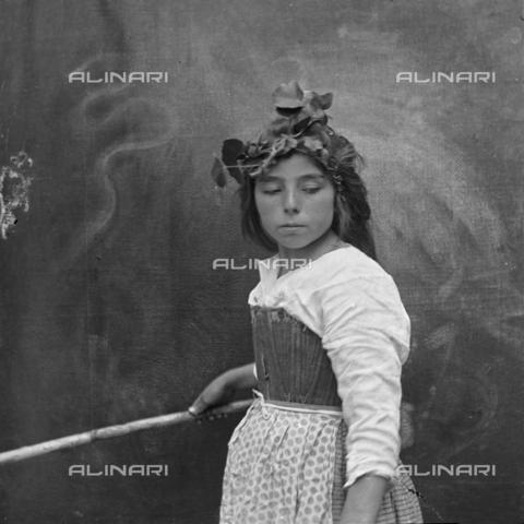 MFA-S-0SN416-000D - Portrait of a girl posing in traditional costumes holding a stick in her hand - Data dello scatto: 1900 ca. - Archivi Alinari, Firenze