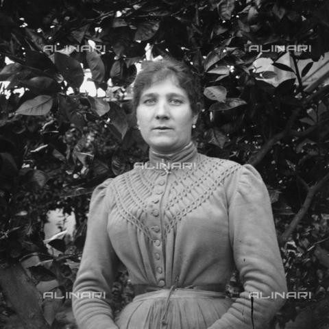 MFA-S-0SN418-000D - Portrait of woman - Data dello scatto: 1900 ca. - Archivi Alinari, Firenze