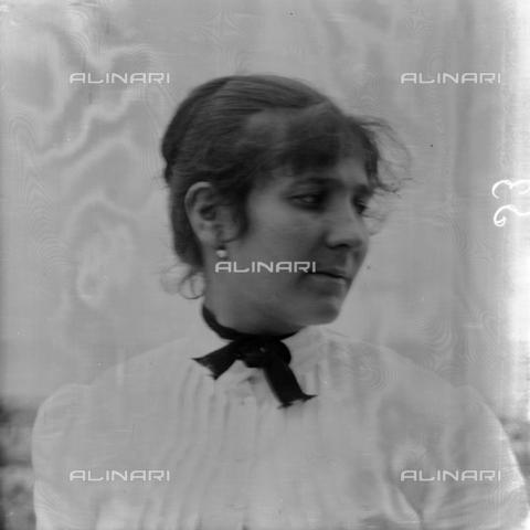 MFA-S-0SN420-000S - Portrait of woman - Data dello scatto: 1900 ca. - Archivi Alinari, Firenze