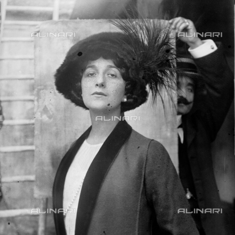MFA-S-0SN436-000S - Portrait of Lina Cavalieri wearing a large hat - Data dello scatto: 1909 - Archivi Alinari, Firenze