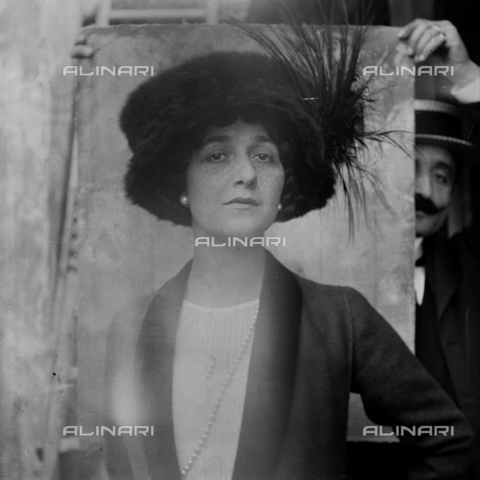 MFA-S-0SN437-000S - Portrait of Lina Cavalieri wearing a large hat - Data dello scatto: 1909 - Archivi Alinari, Firenze