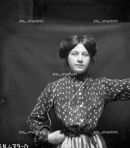 MFA-S-0SN479-000D - Portrait of a woman - Data dello scatto: 1900 ca. - Archivi Alinari, Firenze
