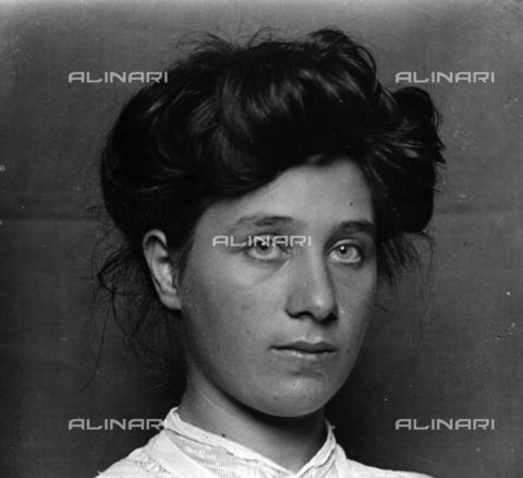 MFA-S-0SN482-000S - Portrait of a woman - Data dello scatto: 1900 ca. - Archivi Alinari, Firenze