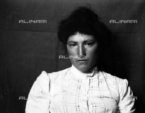 MFA-S-0SN487-000S - Portrait of a woman - Data dello scatto: 1900 ca. - Archivi Alinari, Firenze