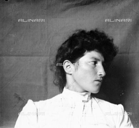 MFA-S-0SN488-000D - Portrait of a woman - Data dello scatto: 1900 ca. - Archivi Alinari, Firenze