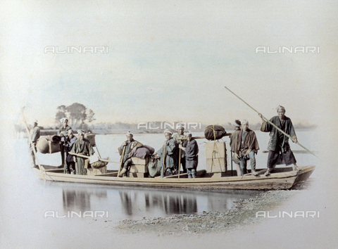 MFC-A-004626-0013 - Portait of a group of japanese men on a boat, used as a ferry, moored in the waters of a river. They are dressed in humble clothing. There are numerous packages and bundles on the boat - Data dello scatto: 1863-1868 ca. - Archivi Alinari, Firenze