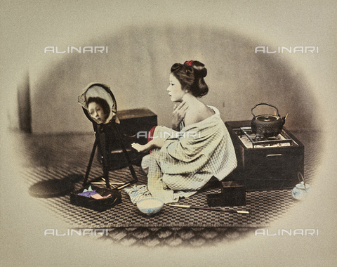 MFC-A-004626-0021 - Portrait of a young japanese woman putting on her make-up
