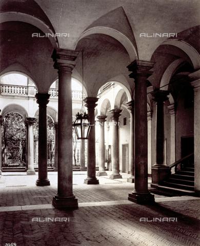 MFC-A-004642-0015 - The atrium of Palazzo Balbi Senarega in Genoa - Data dello scatto: 1870-1880 ca. - Archivi Alinari, Firenze