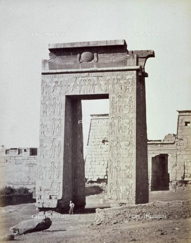 MFC-A-004677-0034 - The portal of ptolemaic period in the monumental complex of Karnak - Data dello scatto: 1870-1880 ca. - Archivi Alinari, Firenze