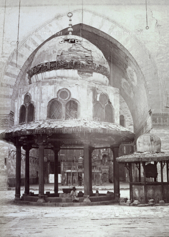 MFC-A-004677-0038 - View of the interior of the madrasa of the sultan Hasan in Cairo. In the foreground the great octagonal fountain with a cupola and the small fountain - Data dello scatto: 1870-1880 ca. - Archivi Alinari, Firenze