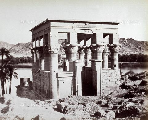 MFC-A-004677-0042 - The kiosk of Trajan in the monumental complex on the island of Philae (Egypt) - Data dello scatto: 1870-1880 ca. - Archivi Alinari, Firenze