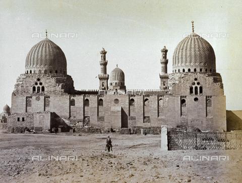 MFC-A-004677-0047 - The imposing Mausoleum of the Abbasid Caliphs in Cairo - Data dello scatto: 1870-1880 ca. - Archivi Alinari, Firenze