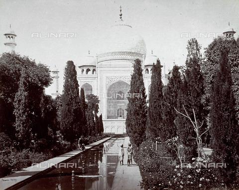 MFC-A-004678-0044 - Scorcio del Taj Mahal, in primo piano una fontana e numerosi alberi - Data dello scatto: 1863-1870 ca. - Raccolte Museali Fratelli Alinari (RMFA)-collezione Malandrini, Firenze