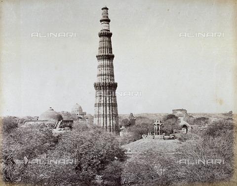 MFC-A-004678-0054 - Veduta del maestoso Minareto Qutb Minar a Delhi - Data dello scatto: 1863-1870 ca. - Raccolte Museali Fratelli Alinari (RMFA)-collezione Malandrini, Firenze