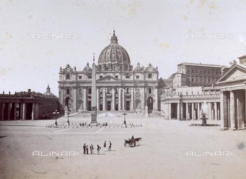 MFC-F-000096-0000 - Scorcio di piazza San Pietro a Roma - Data dello scatto: 1865-1867 - Archivi Alinari, Firenze