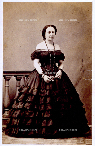 MFC-F-000371-0000 - Portrait of woman in evening dress with necklace and bracelets - Date of photography: 1865-1872 - Fratelli Alinari Museum Collections-Malandrini Collection, Florence