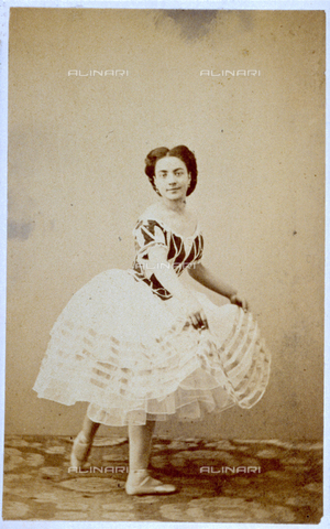 MFC-F-000377-0000 - Portrait of small girl in ballerina's costume - Date of photography: 1865-1872 - Fratelli Alinari Museum Collections-Malandrini Collection, Florence