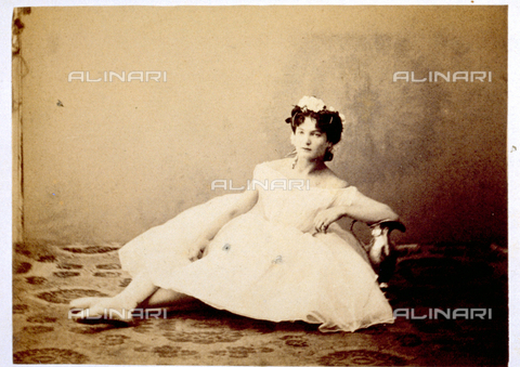 MFC-F-000378-0000 - Full-length portrait of young ballerina in costume. She is sitting on the floor - Date of photography: 1865 -1872 - Fratelli Alinari Museum Collections-Malandrini Collection, Florence