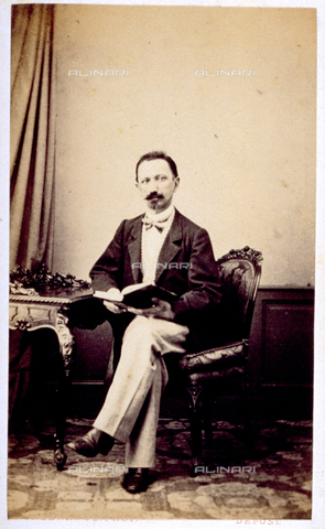 MFC-F-000384-0000 - Half-length portrait of man, sitting with book in hand - Date of photography: 1865 -1872 - Fratelli Alinari Museum Collections-Malandrini Collection, Florence