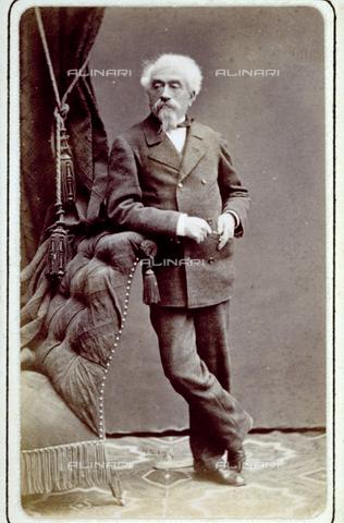 MFC-F-000780-0000 - Portrait of an elderly man leaning on a sofa - Data dello scatto: 1865-1875 - Archivi Alinari, Firenze