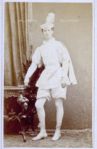 MFC-F-000934-0000 - Ritratto di uomo in costume con abiti in stile rinascimentale - Data dello scatto: 1860-1880 ca. - Raccolte Museali Fratelli Alinari (RMFA)-collezione Malandrini, Firenze