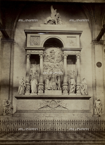 MFC-F-001816-0000 - Monumento a Tiziano all'interno della Chiesa di Santa Maria Gloriosa dei Frari, a Venezia - Data dello scatto: 1860-1870 ca. - Raccolte Museali Fratelli Alinari (RMFA)-collezione Malandrini, Firenze
