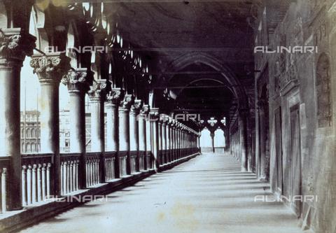 MFC-F-001822-0000 - Loggiato di Palazzo Ducale a Venezia - Data dello scatto: 1860-1870 ca. - Raccolte Museali Fratelli Alinari (RMFA)-collezione Malandrini, Firenze
