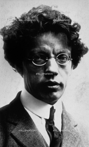 MFC-F-004124-0000 - Ritratto a mezzobusto di Giovanni Papini, scrittore e filosofo italiano - Data dello scatto: 1920-1925 ca. - Archivi Alinari, Firenze