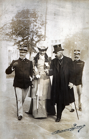 MFC-F-004297-0000 - King Victor Emmanuel III and Queen Elena shown walking together with Giovanni Giolitti - Data dello scatto: 1904 ca. - Archivi Alinari, Firenze