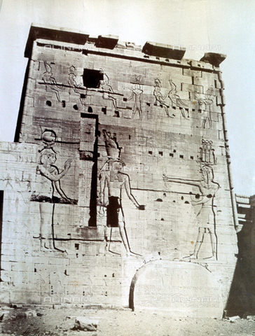 MFC-S-000450-0002 - Pilone, con iscrizione, del Tempio di Iside a Phile - Data dello scatto: 1870-1880 - Raccolte Museali Fratelli Alinari (RMFA)-collezione Malandrini, Firenze