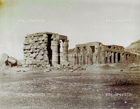 MFC-S-000450-0012 - Veduta del Ramesseum a Tebe - Data dello scatto: 1870-1880 - Raccolte Museali Fratelli Alinari (RMFA)-collezione Malandrini, Firenze
