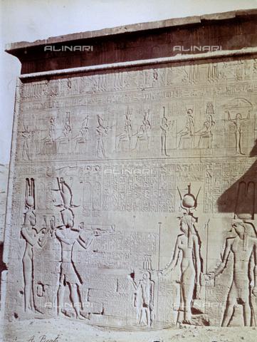 MFC-S-000450-0019 - Veduta esterna del Tempio di Denderah - Data dello scatto: 1870-1880 - Raccolte Museali Fratelli Alinari (RMFA)-collezione Malandrini, Firenze
