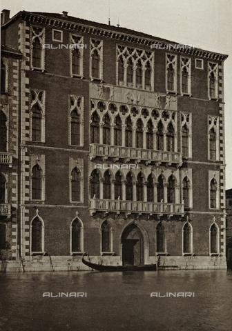 MFC-S-001456-0036 - Facciata di Ca' Foscari, sul Canal Grande a Venezia - Data dello scatto: 1890-1895 - Raccolte Museali Fratelli Alinari (RMFA)-collezione Malandrini, Firenze