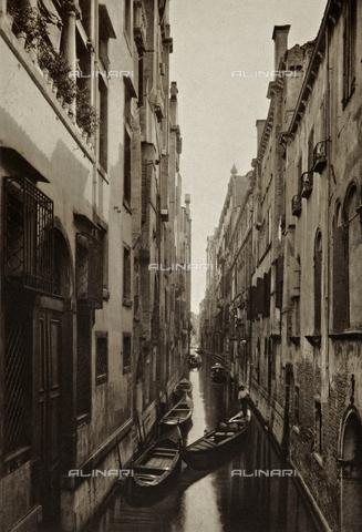 MFC-S-001600-0005 - Veduta di Rio di San Maurizio a Venezia - Data dello scatto: 1890-1895 - Raccolte Museali Fratelli Alinari (RMFA)-collezione Malandrini, Firenze