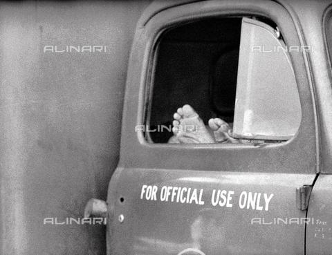 MFV-F-A00097-0000 - Piedi, Manila, Filippine - Data dello scatto: 21/11/1954 - Fosco Maraini/Proprietà Gabinetto Vieusseux©Fratelli Alinari