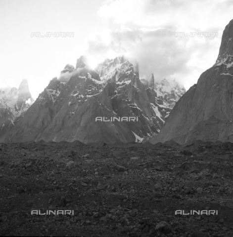 MFV-S-CAI021-0541 - CAI expedition to Gasherbrum IV in the Karakorum massif: the mountain landscape that the members of the expedition encountered during the ascent to Gasherbrum - Date of photography: 30/04/1958-03/09/1958 - Fosco Maraini/Gabinetto Vieusseux Property©Fratelli Alinari
