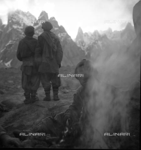 MFV-S-CAI021-0543 - CAI expedition to Gasherbrum IV in the Karakorum massif: bearers among the rocks - Date of photography: 30/04/1958-03/09/1958 - Fosco Maraini/Gabinetto Vieusseux Property©Fratelli Alinari