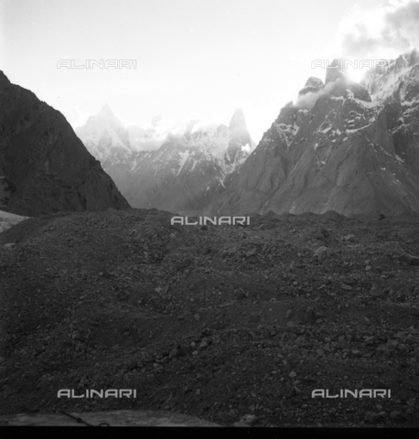 MFV-S-CAI021-0544 - CAI expedition to Gasherbrum IV in the Karakorum massif: the mountain landscape that the members of the expedition encountered during the ascent to Gasherbrum - Date of photography: 30/04/1958-03/09/1958 - Fosco Maraini/Gabinetto Vieusseux Property©Fratelli Alinari