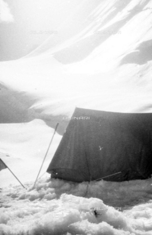 MFV-S-CAI021-0556 - CAI expedition to Gasherbrum IV in the Karakorum massif: one of the tents during the ascent to the Gasherbrum - Date of photography: 30/04/1958-03/09/1958 - Fosco Maraini/Gabinetto Vieusseux Property©Fratelli Alinari