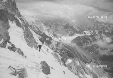 MFV-S-CAI021-0566 - CAI expedition to Gasherbrum IV in the Karakoram massif: Karakoram mountains - Date of photography: 30/04/1958-03/09/1958 - Fosco Maraini/Gabinetto Vieusseux Property©Fratelli Alinari