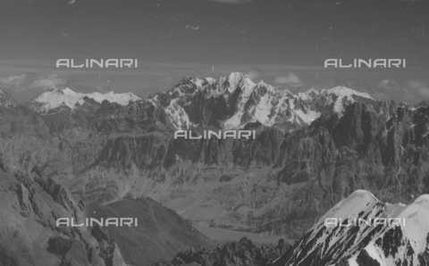 MFV-S-CAI021-0570 - CAI expedition to Gasherbrum IV in the Karakoram massif: Karakoram mountains - Date of photography: 30/04/1958-03/09/1958 - Fosco Maraini/Gabinetto Vieusseux Property©Fratelli Alinari