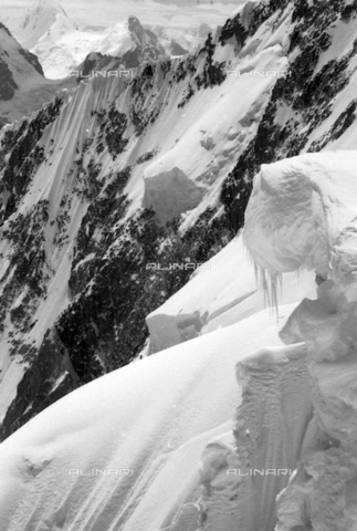 MFV-S-CAI021-0575 - CAI expedition to Gasherbrum IV in the Karakoram massif: Karakoram mountains - Date of photography: 30/04/1958-03/09/1958 - Fosco Maraini/Gabinetto Vieusseux Property©Fratelli Alinari