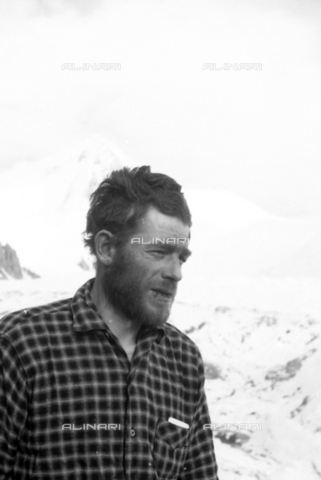 MFV-S-CAI021-0577 - CAI expedition to Gasherbrum IV in the Karakoram massif: Portrait of one of the expedition participants - Date of photography: 30/04/1958-03/09/1958 - Fosco Maraini/Gabinetto Vieusseux Property©Fratelli Alinari